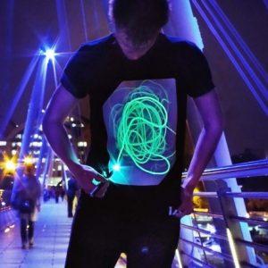 Interaktives Leucht-T-Shirt